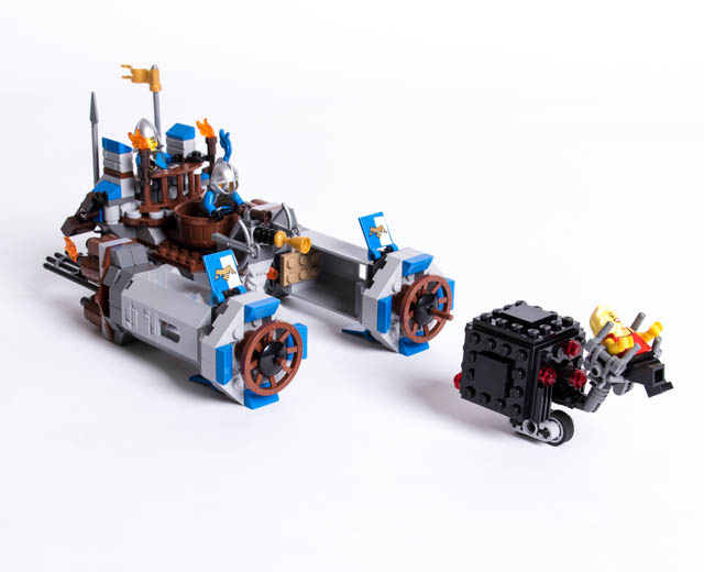 JANUARY 2014 LEGO THE MOVIE 2 IN 1 70806 CASTLE CAVALRY NIB GREAT GIFT!!